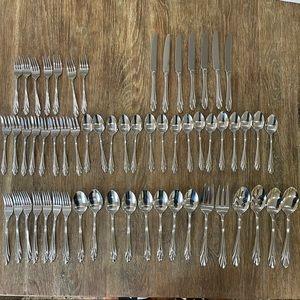 Farberware Silverware set of 61 pieces